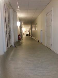 Serviceboende Biblioteksgatan Linoleum i korridor.